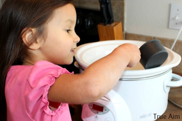 making slow cooker hot chocolate