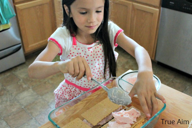 making frozen yogurt sandwiches